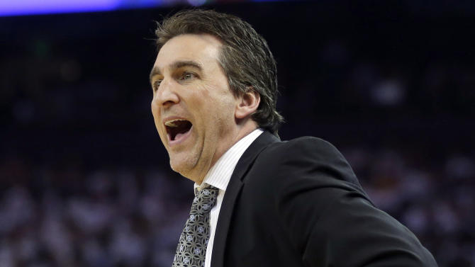 Los Angeles Clippers head coach Vinny Del Negro instructs his team against the Golden State Warriors during the first half of an NBA basketball game in Oakland, Calif., Wednesday, Jan. 2, 2013. (AP Photo/Marcio Jose Sanchez)