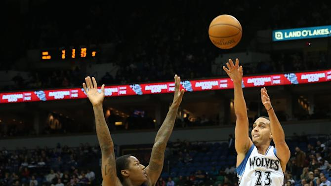 Timberwolves hold off short-handed Suns, 111-109