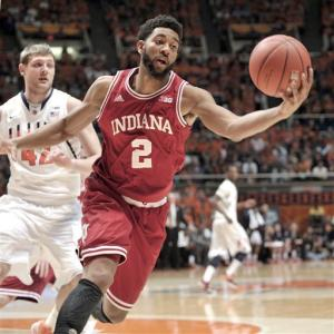 Illini buzzer-beater upsets No. 1 Hoosiers, 74-72