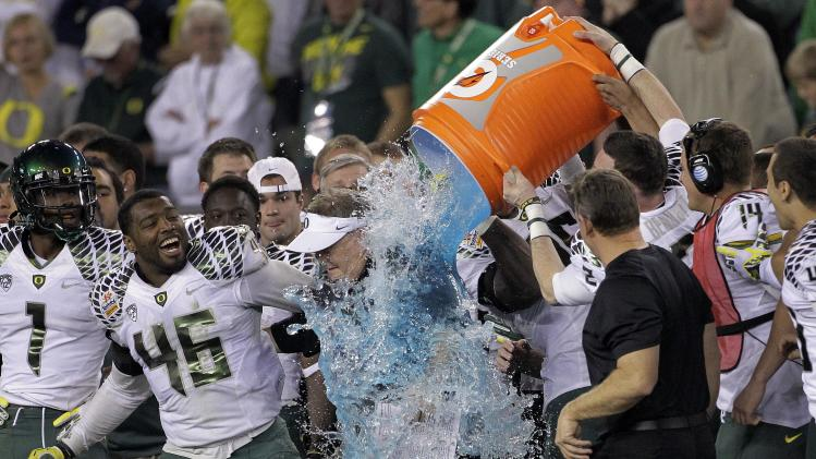 Oregon head coach Chip Kelly gets soaked by his players during the final seconds of the second half of the Fiesta Bowl NCAA college football game, Thursday, Jan. 3, 2013, in Glendale, Ariz. Oregon won 35-17.(AP Photo/Matt York)