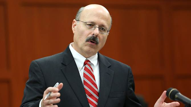 Prosecutor Bernie de la Rosa questions jurors in Seminole circuit court on the eighth day of the George Zimmerman trial, in Sanford, Fla., Wednesday, June 19, 2013. Zimmerman has been charged with second-degree murder for the 2012 shooting death of Trayvon Martin.(AP Photo/Orlando Sentinel, Joe Burbank, Pool)