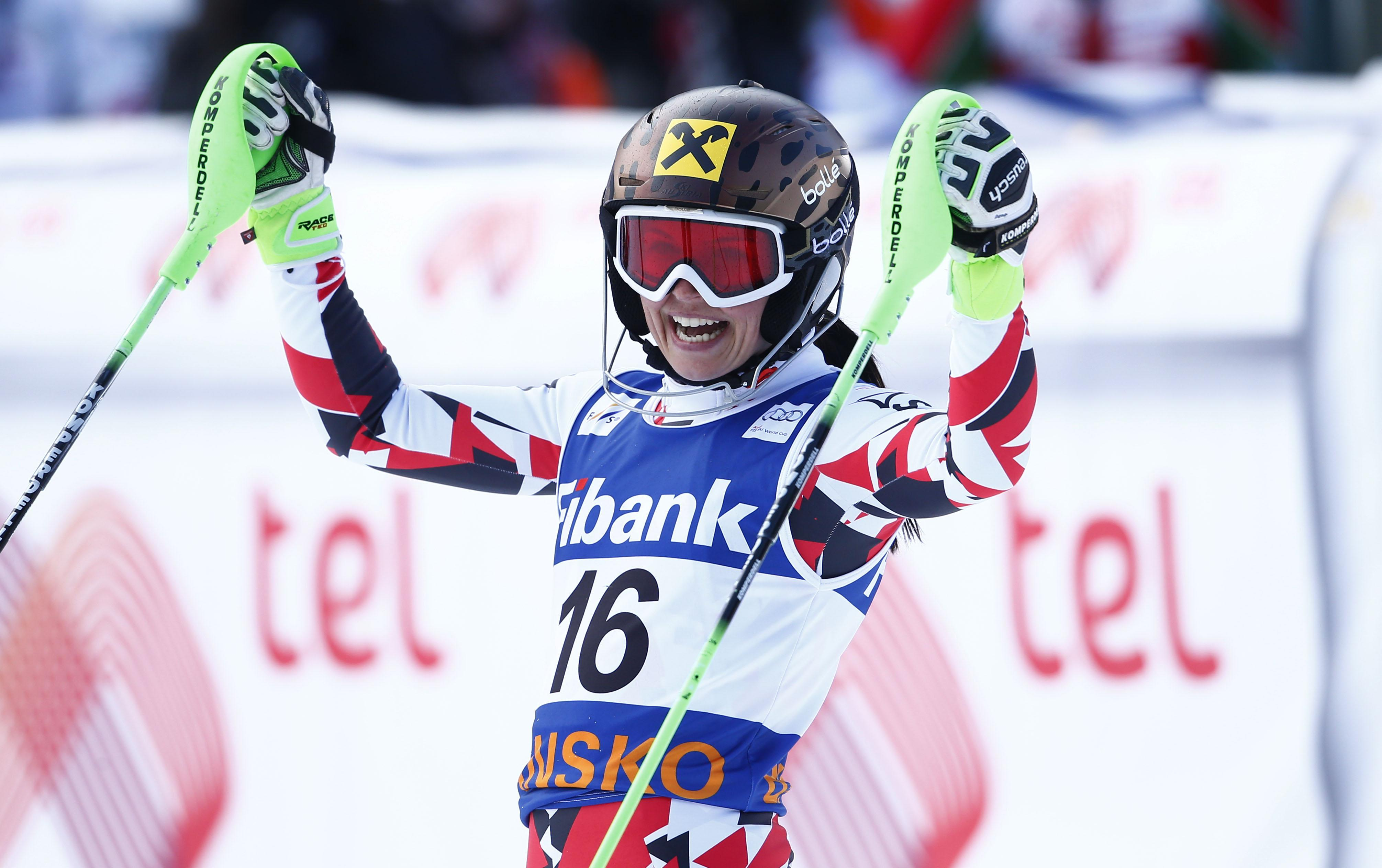 Fenninger takes Vonn's super-G lead with 2 wins in Bulgaria