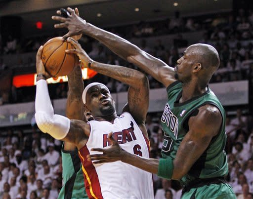 Heat survive Rondo's huge night, win 115-111 in OT