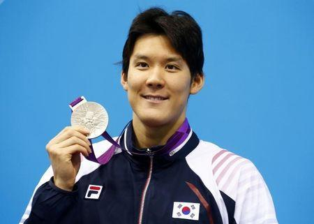 South Korea's Park Tae-hwan holds his silver medal for the men's 400m freestyle final during the London 2012 Olympic Games at the Aquatics Centre
