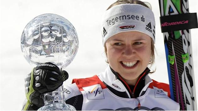 Rebensburg wins giant slalom race and title