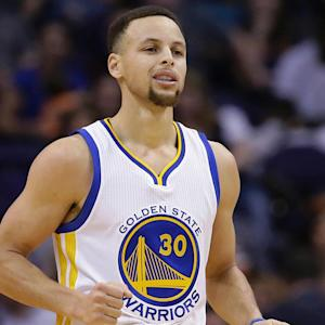 Warriors win 11th straight, improve to 48-4 behind Curry's 26