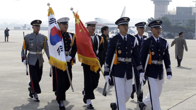 South Korean honor guard soldiers leave after China's President Hu Jintao arrival at the Seoul Military Airport to attend the G-20 Summit in Seoul, South Korea, Thursday, Nov. 11, 2010. (AP Photo/ Lee Jin-man)