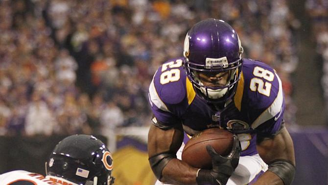 Minnesota Vikings running back Adrian Peterson (28) runs from Chicago Bears safety Major Wright, left, during the first half of an NFL football game Sunday, Dec. 9, 2012, in Minneapolis. (AP Photo/Andy King)