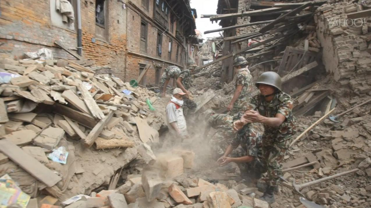The Latest on Nepal Quake: US soldiers stay in Nepal to help