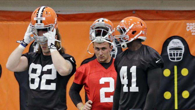 Cleveland Browns quarterback Johnny Manziel (2) warms up behind Zane Frakes (82) and Blake Jackson (41) during a rookie minicamp practice at the NFL football team's facility in Berea, Ohio Saturday, May 17, 2014. (AP Photo/Mark Duncan)