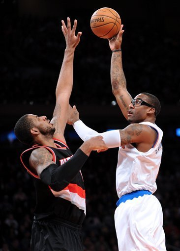 Blazers overcome Anthony's 45, spoil Amare's debut