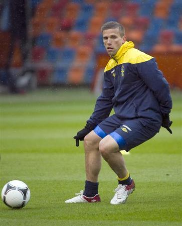 Sweden's national soccer team player Anders Svensson takes part in a training session ahead of their Euro 2012 tournament at the Rasunda stadium in Stockholm June 2, 2012. REUTERS/Maja Suslin/Scan