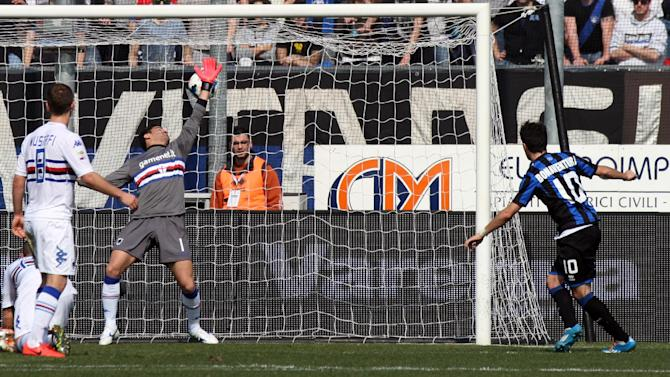 Atalanta's Giacomo Bonaventura, right, scores during a Serie A soccer match against Sampdoria in Bergamo, Italy, Sunday, March 16, 2014