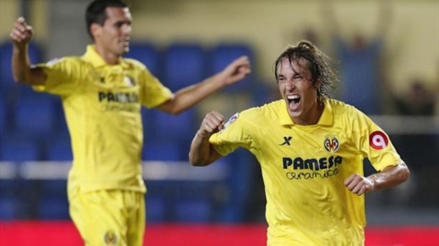 Villarreal's midfielder Tomas Pina (R) celebrates his goal against Granada FC at El Madrigal (AFP)