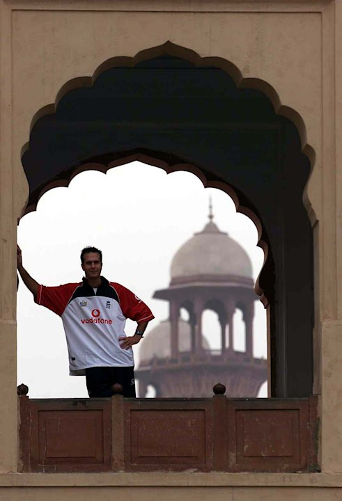 Vaughan at Badshahi Mosque X