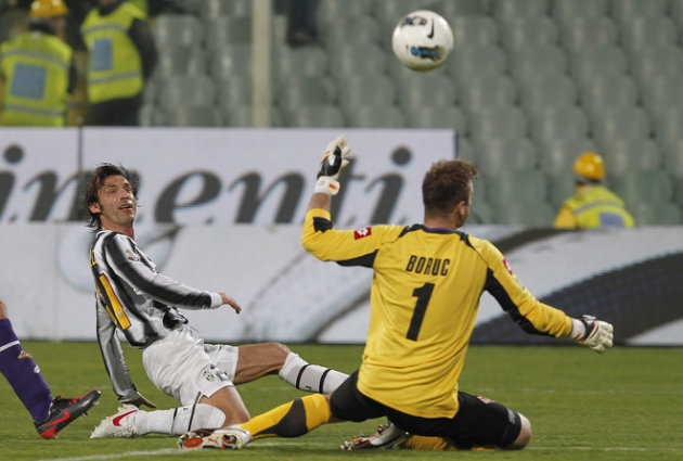 Juventus' AndreaPirlo (L) Kicks AFP/Getty Images