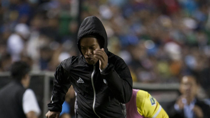 Queretaro´s Ronaldinho warms up on the sidelines during a Mexican soccer league semi-final match against Pachuca in Queretaro, Sunday, May  24, 2015. (AP Photo/Christian Palma)