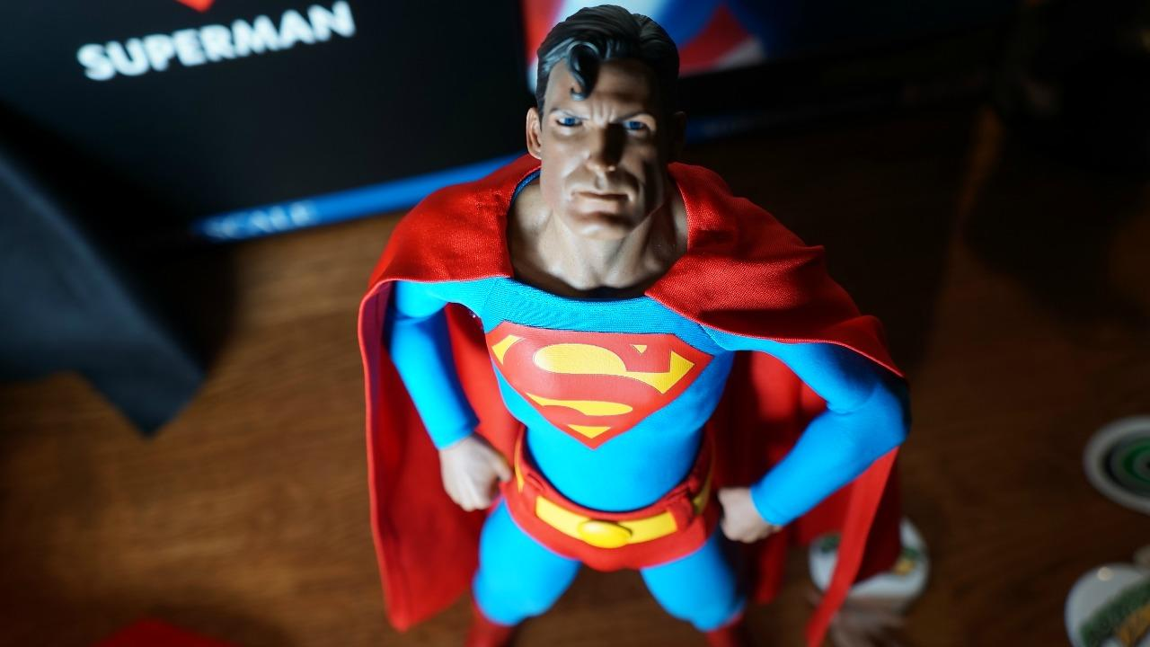 Awesome Toy Picks: Superman Sixth Scale Figure by Sideshow Collectibles