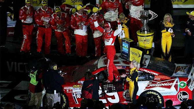 Harvick avoids danger, wins The Sprint Unlimited