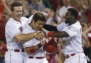 Choo's single in 11th lifts Reds over Giants 3-2