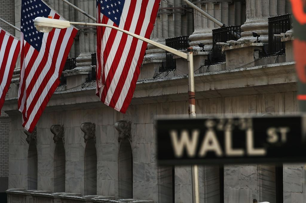 US stocks little changed following mixed earnings