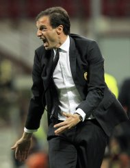 AC Milan&#39;s coach Massimiliano Allegri reacts during their Italian Serie A soccer match against AS Roma at the San Siro stadium in Milan May 12, 2013. REUTERS/Alessandro Garofalo (ITALY - Tags: SPORT SOCCER)