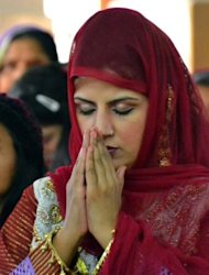 "Pakistani Christians offer prayers during a Christmas Mass in Quetta on December 25, 2012. Pope Benedict XVI on Tuesday called for an ""end to the bloodshed"" in conflict-wracked Syria in a traditional Christmas message that touched on several other of the world's conflict zones."