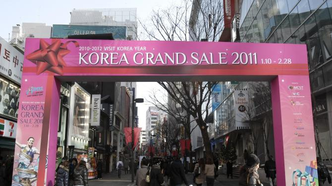 People walk on the shopping street in Seoul, South Korea, Wednesday, Jan. 26, 2011. South Korea's economy grew at its fastest pace in eight years in 2010 even as the expansion slowed in the final quarter amid weakness in capital spending, manufacturing and construction, the Bank of Korea said Wednesday.(AP Photo/Ahn Young-joon)