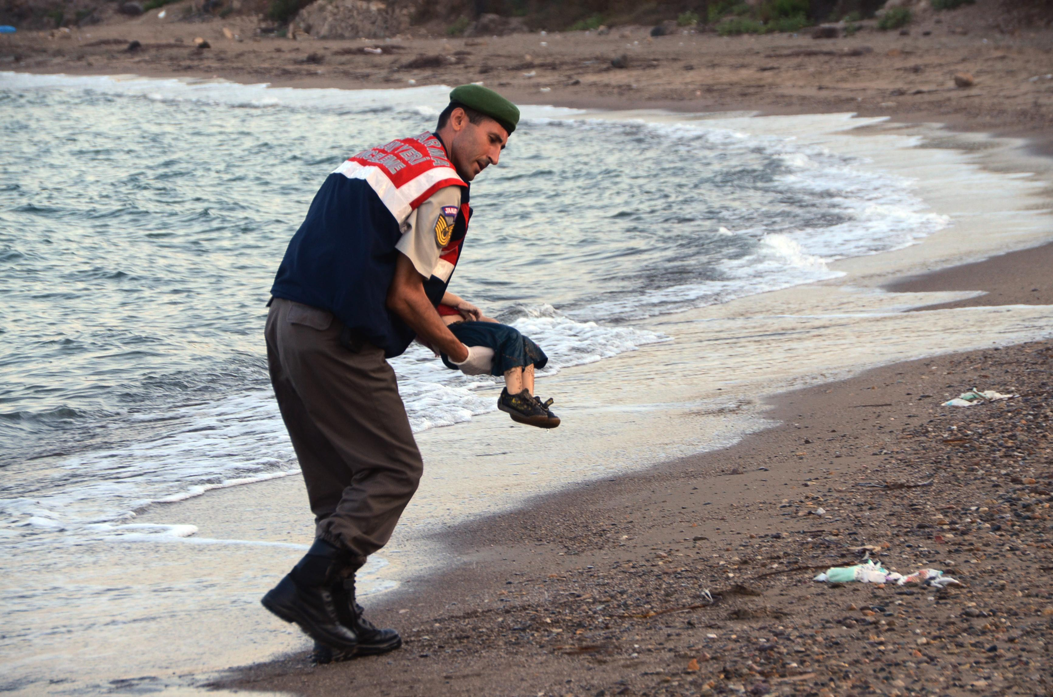 Heartbreaking photo of a drowned toddler embodies the world's failure in Syria