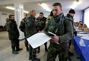 Members of Ukrainian government forces taking part…