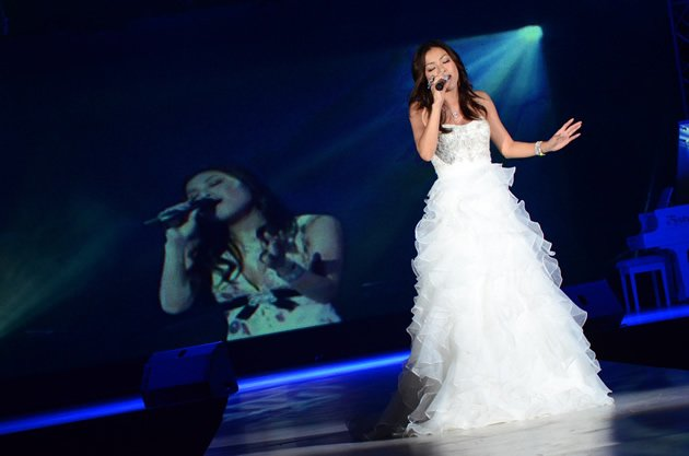 Dressed in a stunning white gown, the Japanese songstress blew guests away with her powerhouse vocals.