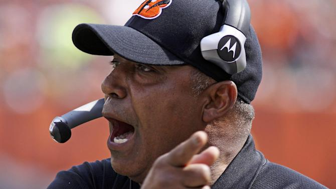 Bengals extend coach Lewis' contract