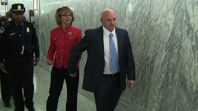 Giffords arrives at gun violence hearing