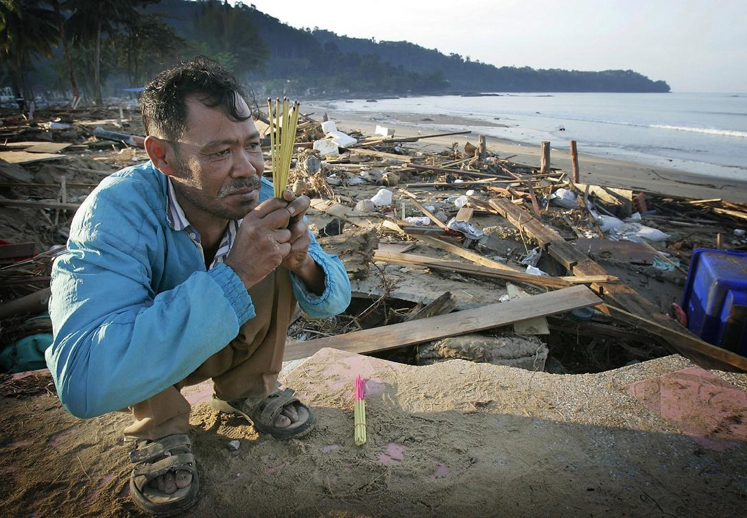 2004 tsunami: Horror of 'colorful mess' revealed