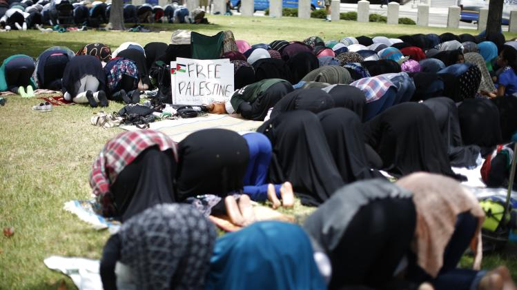 "People pray at a ""Muslims in solidarity with Palestinians in Gaza"" rally in Los Angeles"