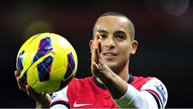 Premier League - Walcott signs new Arsenal contract