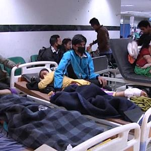 Thousands dead as survivors of Nepal earthquake fear more aftershocks