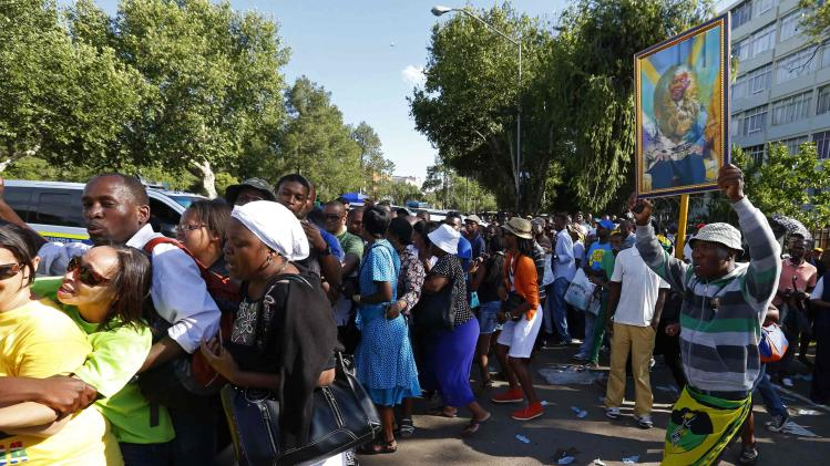 Mourners attempt to walk to the Union Buildings to view the body of former South African President Nelson Mandela in Pretoria