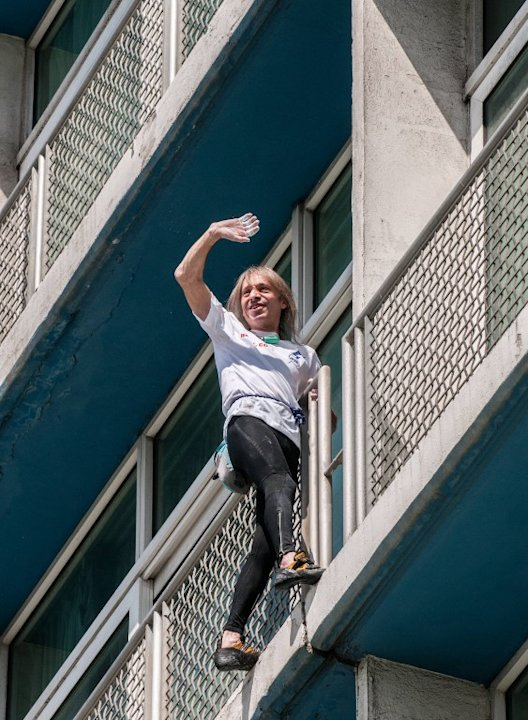 'French Spiderman' climbs landmark Havana hotel