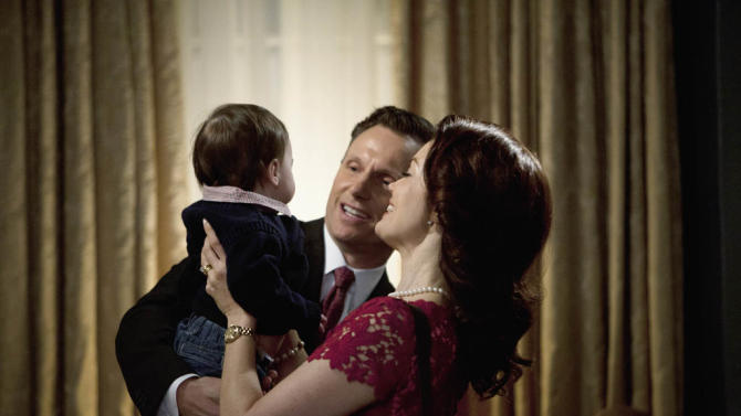 """""""Scandal"""" -- """"Top of the Hour"""" TONY GOLDWYN, BELLAMY YOUNG"""