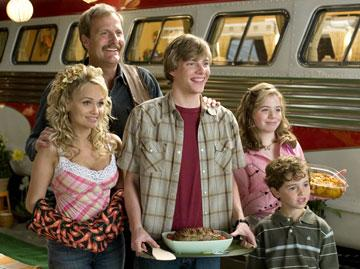 Kristin Chenoweth , Jeff Daniels , Hunter Parrish , Chloe Sonnenfeld and Alex Ferris in Columbia Pictures' RV