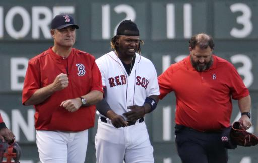 Red Sox LF Ramirez leaves game after running into side wall