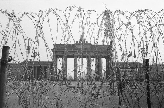 the rise and fall of the berlin wall in german history Rise and fall of the berlin wall western intelligence and the division of german science the berlin crisis of 1958-1961 the fall of the wall.
