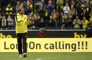 File photo of Borussia Dortmund's coach Juergen Klopp applauding after the German first division Bundesliga soccer match against Hoffenheim in Dortmund May 18, 2013. German Bundesliga soccer clubs Borussia Dortmund and Bayern Munich will play in the Champions League final at Wembley in London on May 25, 2013.   REUTERS/Ina Fassbender/Files (GERMANY - Tags: SPORT SOCCER)
