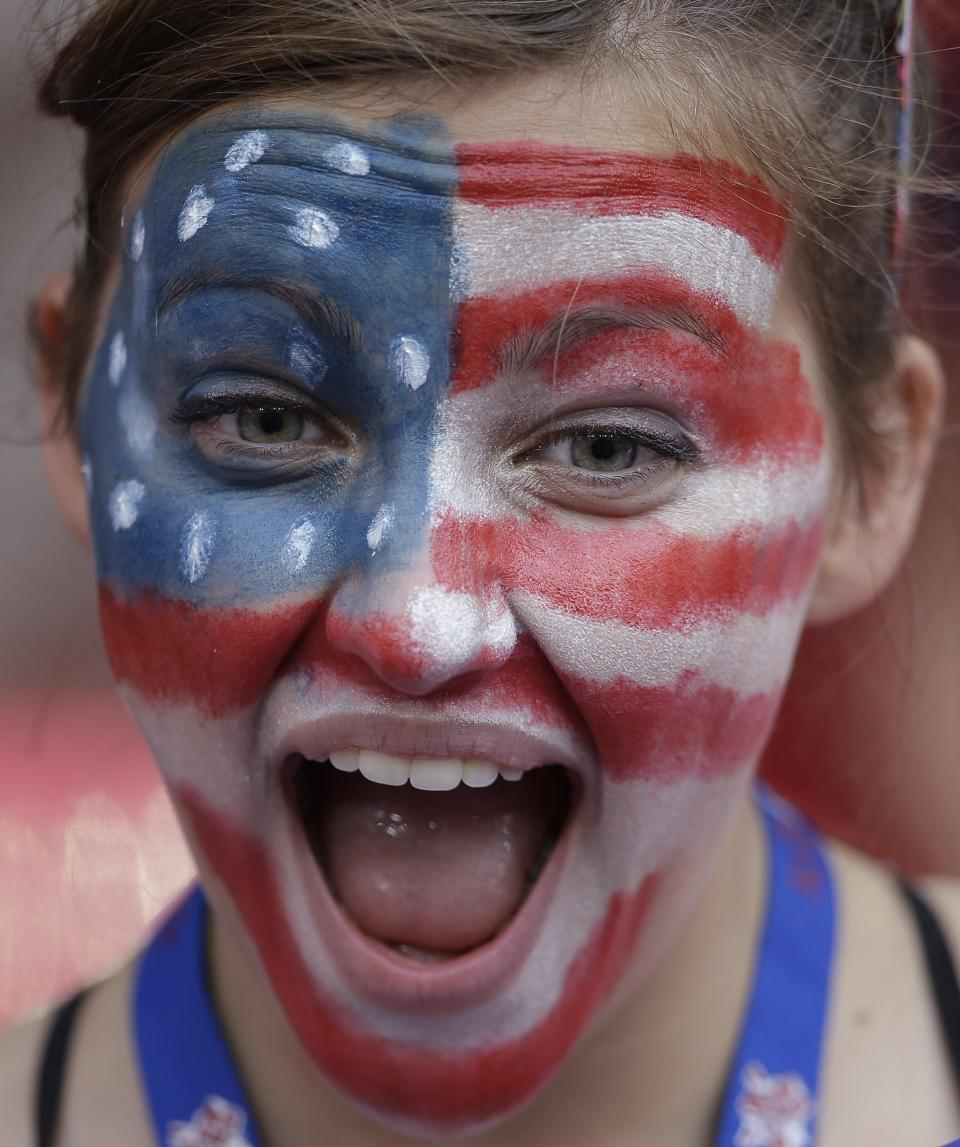 A fan of the United States waits for the start of the women's soccer gold medal match between Japan and the United States at the 2012 Summer Olympics, Thursday, Aug. 9, 2012, in London. (AP Photo/Ben Curtis)