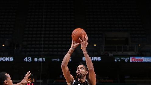 Duncan, Parker lead Spurs' 109-77 rout of Bucks