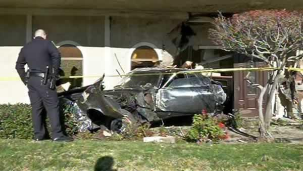 Car crashes into funeral home in Concord