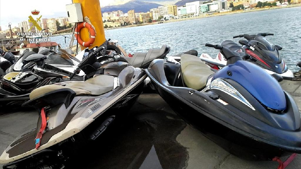 15 held in Spain for smuggling migrants on water scooters