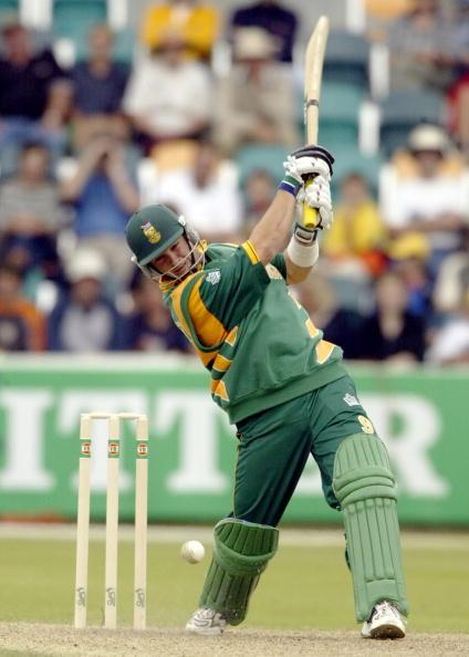 15 Jan 2002:  Mark Boucher of South Africa hits out, during the VB Series One Day International between South Africa and New Zealand played at Bellerive Oval, Hobart, Australia. DIGITAL IMAGE. Mandato