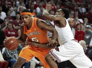 Young's 25 leads Arkansas past Tennessee 73-60